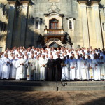 Dom Fernando (à esquerda) Dom José (à direita) e todo o clero do Ordinariado Militar do Brasil
