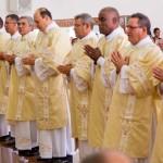 Novos diáconos revestidos de suas vestes liturgicas