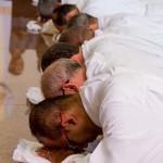 Prostração dos candidatos diaconais